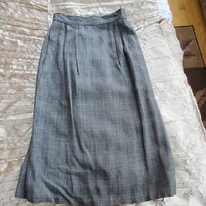 Houndstooth Skirt with front pocket back pleat P2